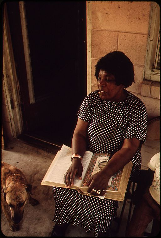 BESSIE_JONES,_A_GOSPEL_SINGER,_LIVES_ON_ST._SIMON'S_ISLAND_-_NARA_-_546990 (1).jpg